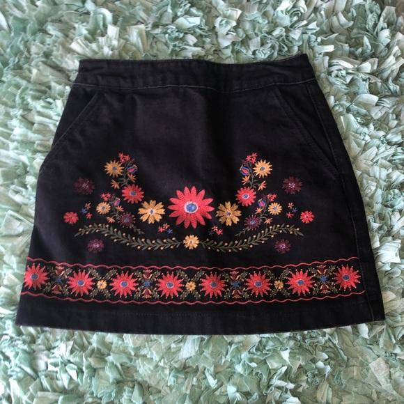 Forever 21 Dresses & Skirts - 🍂BLACK EMBROIDERED SKIRT🍂